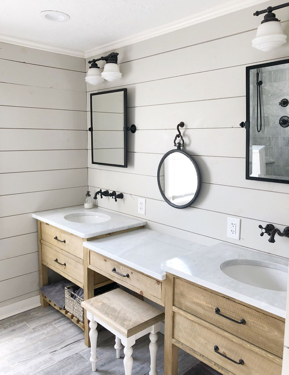 15 Farmhouse Style Decor Ideas to Get You Started on Farmhouse Bathroom Ideas  id=47352