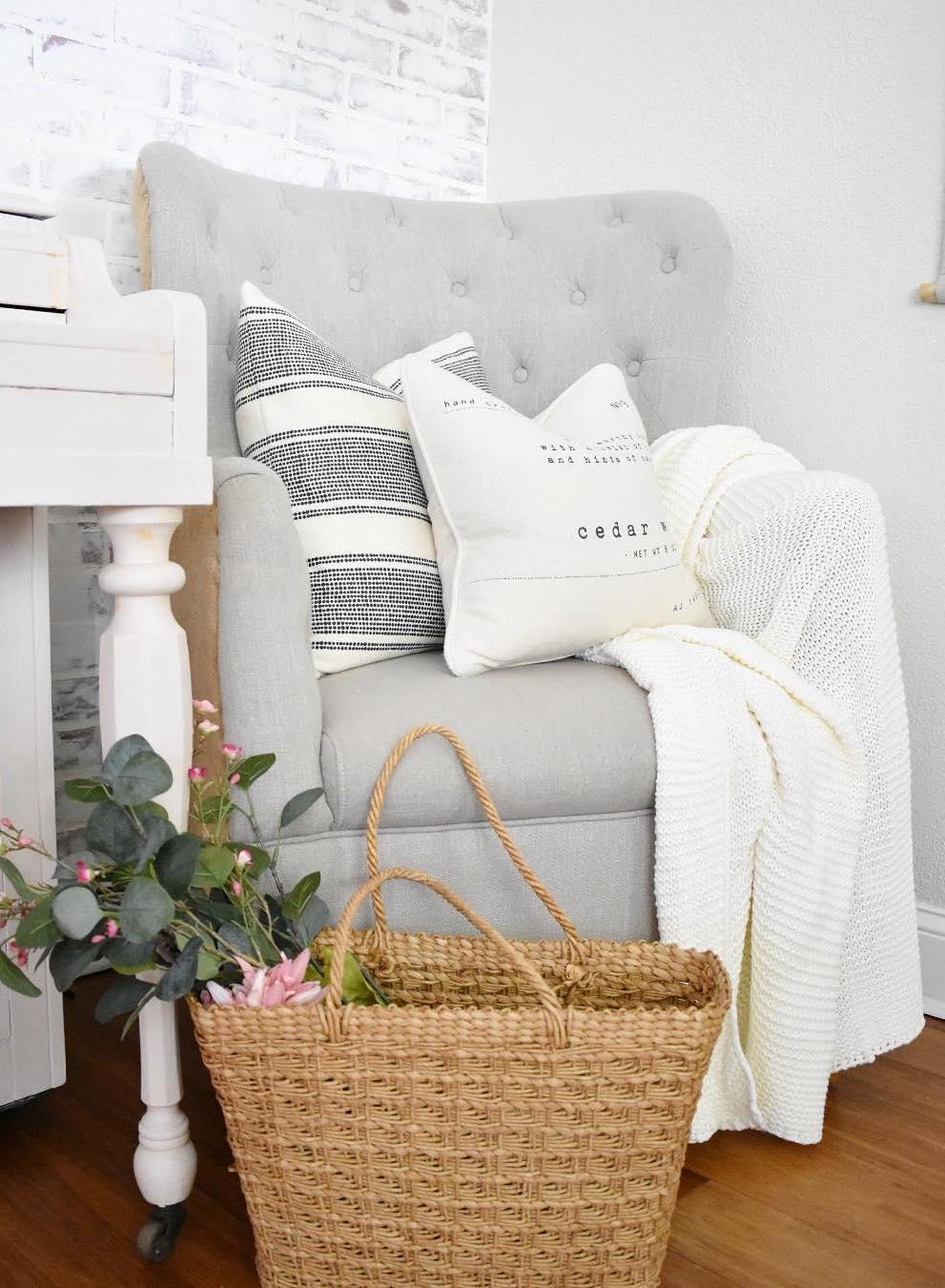 15 farmhouse throw pillows for the