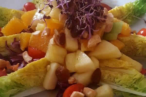 Ensalada de endivias y frutas