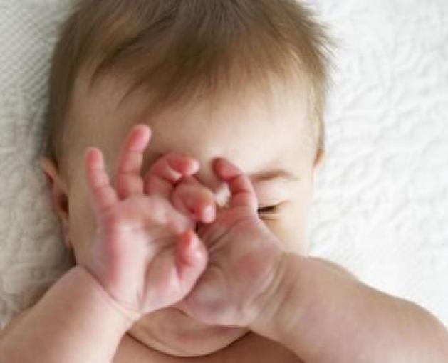 baby-rubbing-eyes