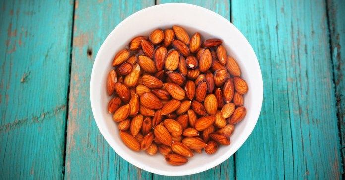 soak almonds before eating