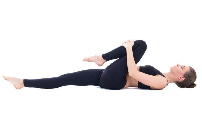 knee hugs exercise to relieve lower <!-- WP QUADS Content Ad Plugin v. 2.0.26 -- data-recalc-dims=