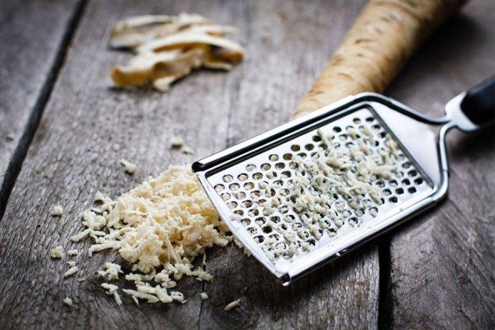 Horseradish treatment for nasal polyps