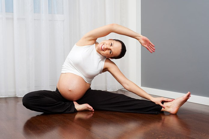 Pregnant woman stretching: 7 Easy Ways To Get Your Baby In Position For Labor