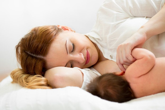 Side lying breastfeeding: 5 Best Breastfeeding Positions New Moms Must Try