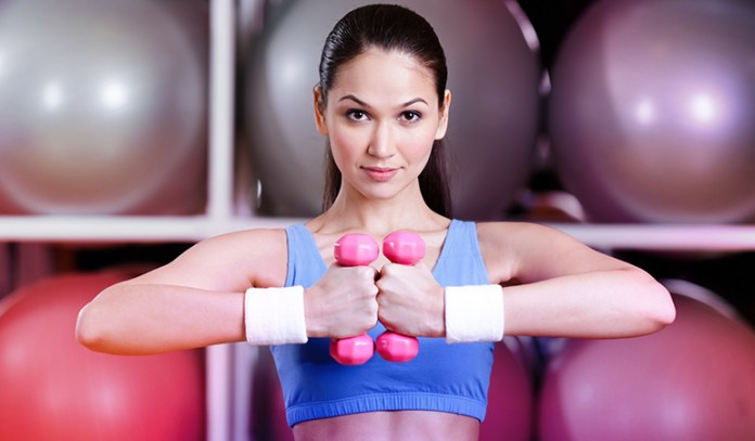 Woman bringing variations in movement during strength training.