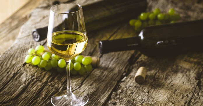9 Harmful Health Effects Of Drinking White Wine