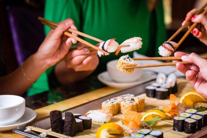 health risks of eating sushi