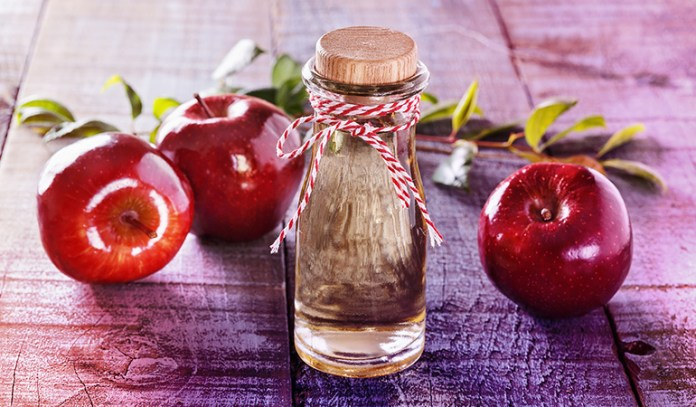 Alcohol and apple cider vinegar can help clear a clogged ear