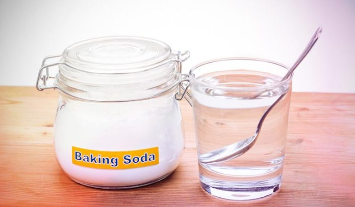 Baking soda contains exfoliating properties that remove acne scars.