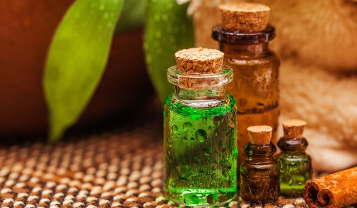 Rub Ice And Massage Your Scalp With Tea Tree Oil To Ease Scalp Acne Symptoms