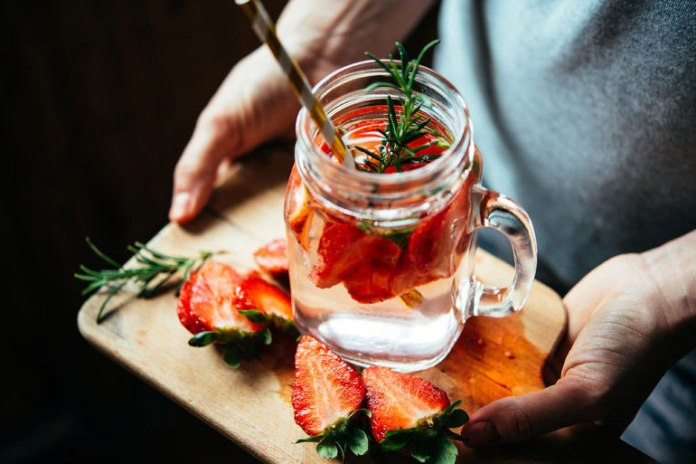 Rosemary and strawberry help in weight loss and pain relief