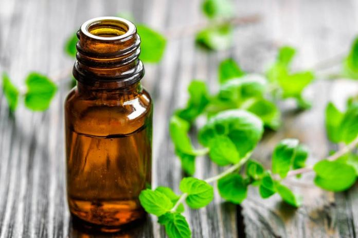 Peppermint mouthwash helps to refresh the mouth