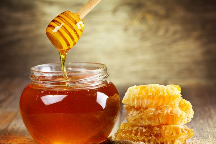 Home Remedies For Hair Dye Allergies: Resort To Honey