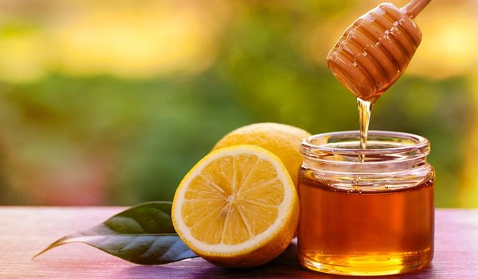Lemon juice and honey cleans, hydrates, nourishes, and renews skin cells.