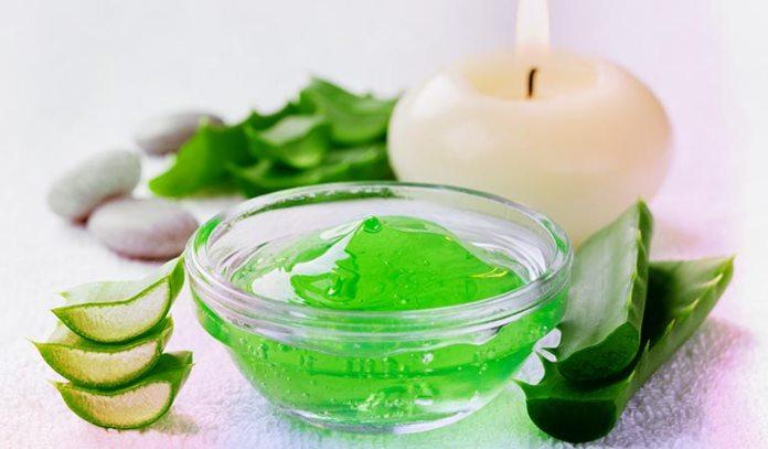 Rice flour and aloe vera exfoliates and removes dead skin cells
