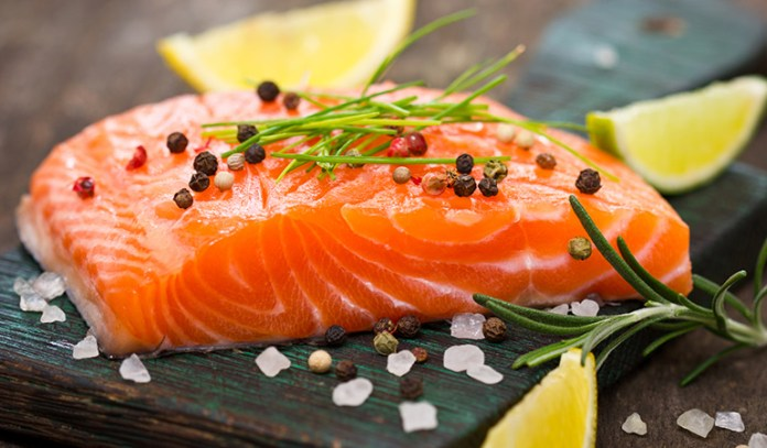Salmon contains omega-3 fatty acids that can treat knee pain