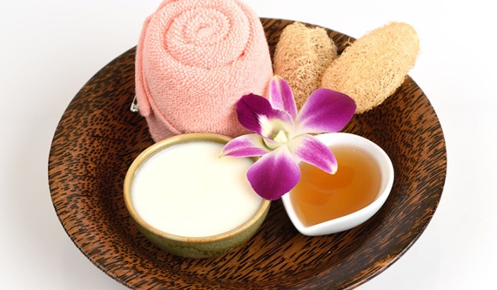 Try A Yogurt And Honey Mask For Hydrated Skin Free Of Excess Oil