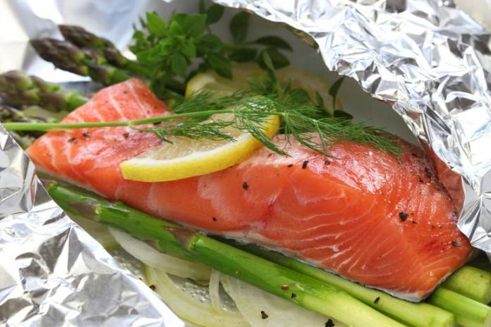 Omega-3 fatty acid in fish reduces knee pain.