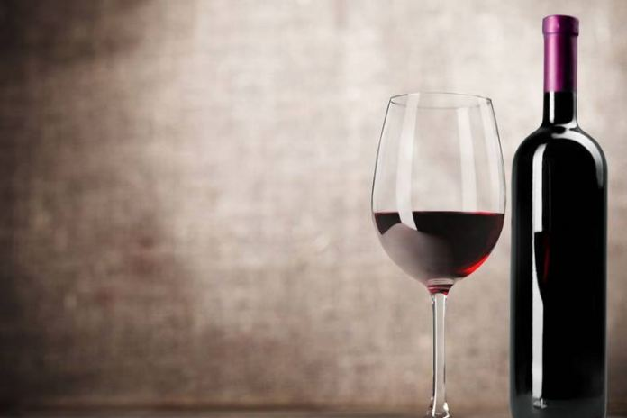 alcohol in wine affects the skin