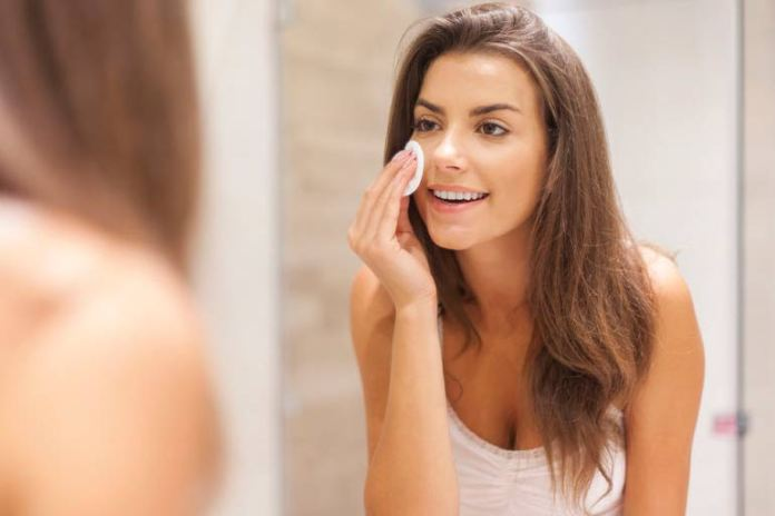 There are several ways in which castor oil can be used to reduce acne.