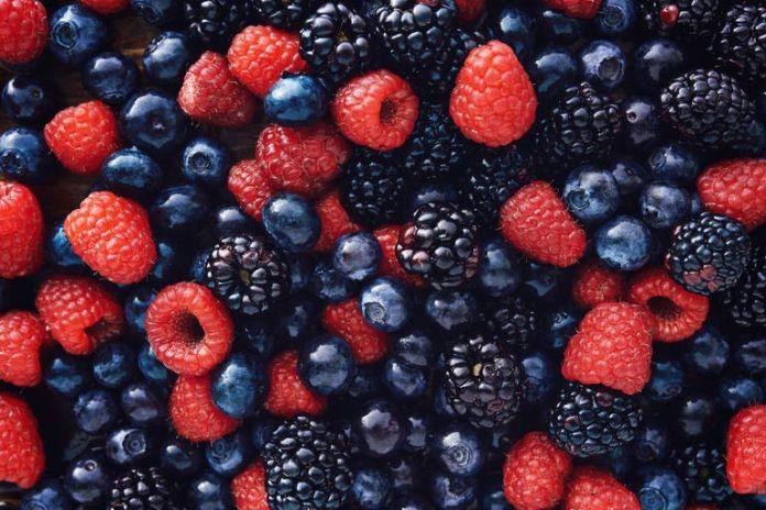 Berries offer immune-boosting vitamins while having an alkaline impact