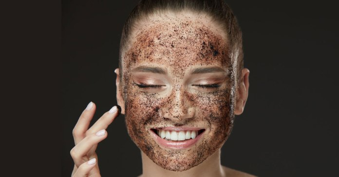 DIY coffee masks will help reduce puffy eyes and dark circles
