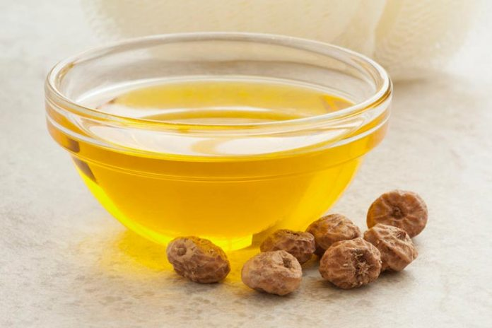 Vitamin E oil protects the skin and helps clear dark circles