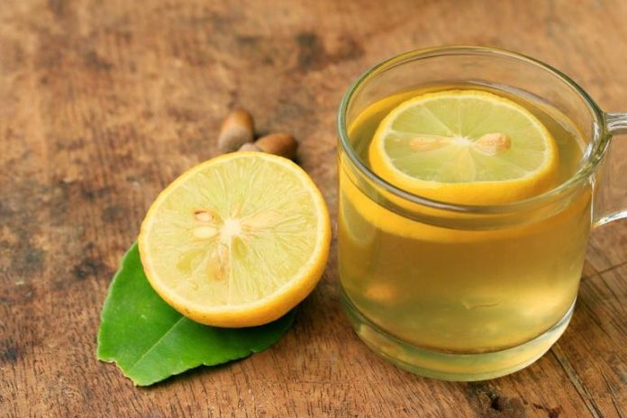 Mix green tea and lemon juice and apply it to scars.