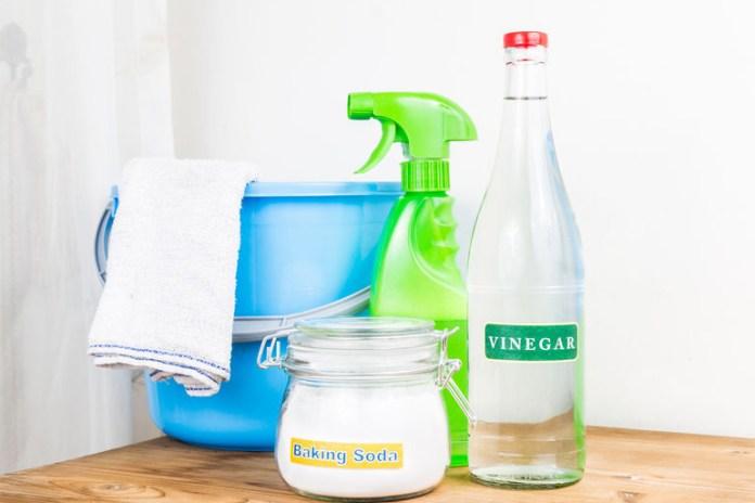 Use Vinegar As A Toilet Scrub