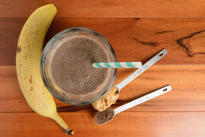 Chocolate, peanut butter, and banana smoothie for weight loss