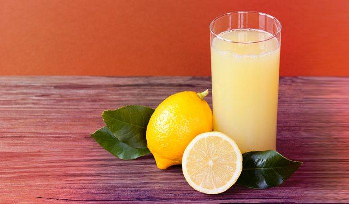Lemons are rehydrating and detoxifying fruits.