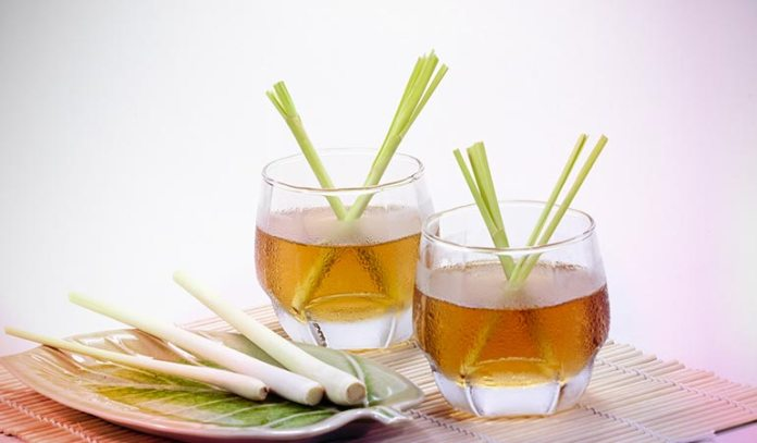 (A chilled glass of lemongrass juice is refreshing and detoxifying.