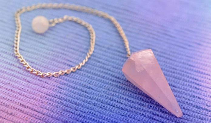 Amethyst and rose quartz boosts the artistic and imaginative side of an expressive person