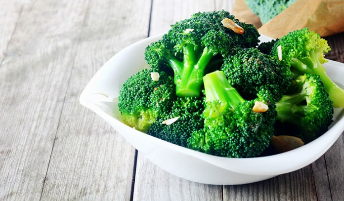 One stalk of broccoli has 4.26 grams of protein.
