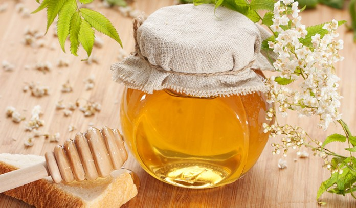 Honey can help reduce acne scars and prevent further growth