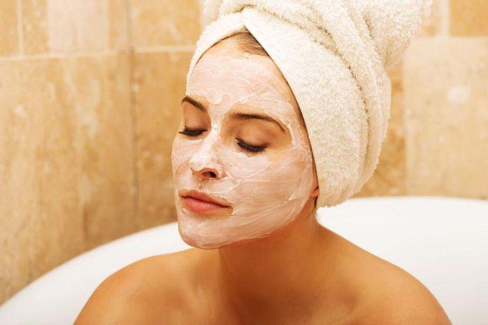 Greek yogurt and honey face mask for dry skin