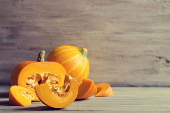 Pumpkin and honey face mask for aging skin