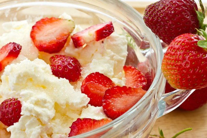 Strawberries and cottage cheese is a high-protein vitamin C-rich snack that will prevent sudden sugar spikes.