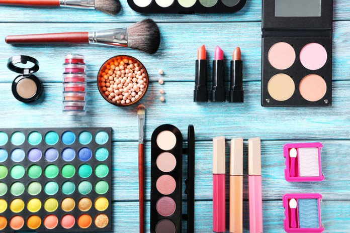 Choose cosmetics and make up that are skin-friendly to prevent worsening psoriasis