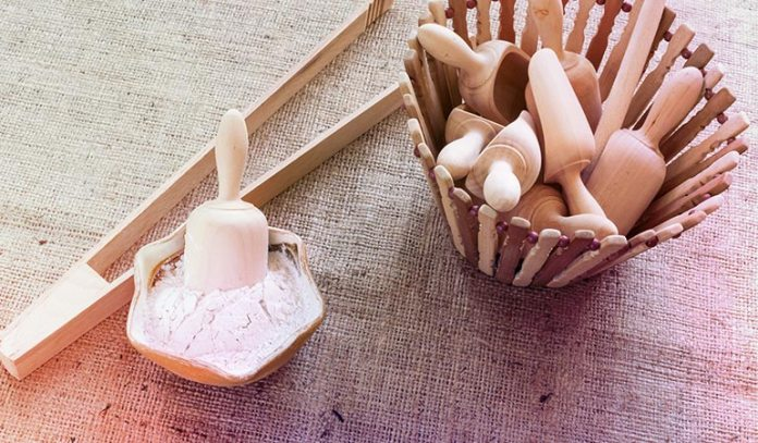 Arrowroot powder absorbs excess oil from hai