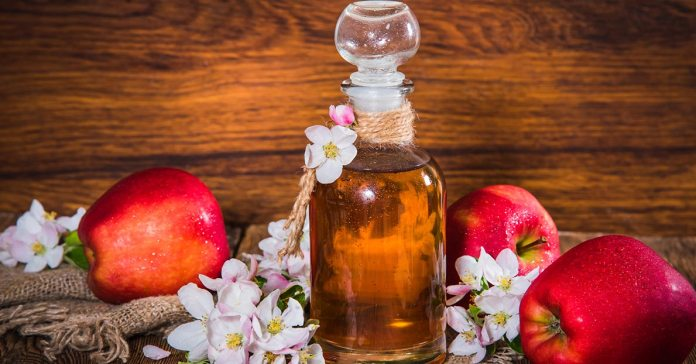 Apple cider vinegar has proved to be beneficial for human health since centuries.)