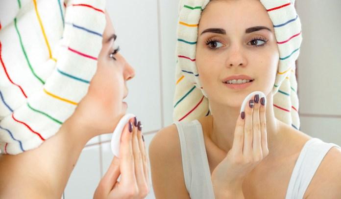 Coconut oil is effective against waterproof mascara