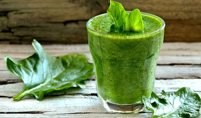 Aloe vera and spinach smoothie to improve gut health