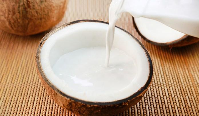 Bhringraj oil and coconut oil for hair loss