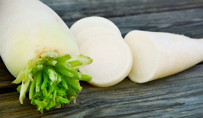 Drinking radish juice can aid in naturally passing bladder stones with urine