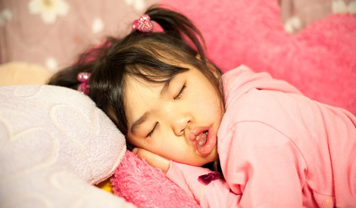 Snoring causes cognitive complications.