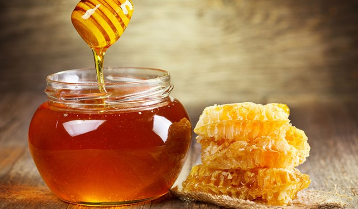 honey's anti-inflammatory qualities are great for treating acne