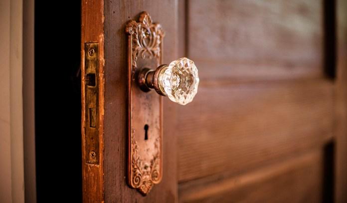 Olive oil helps to fix a squeaky door