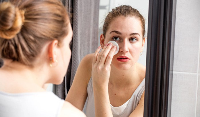 Olive oil helps to remove makeup